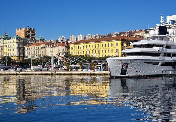800px Rijeka Riva